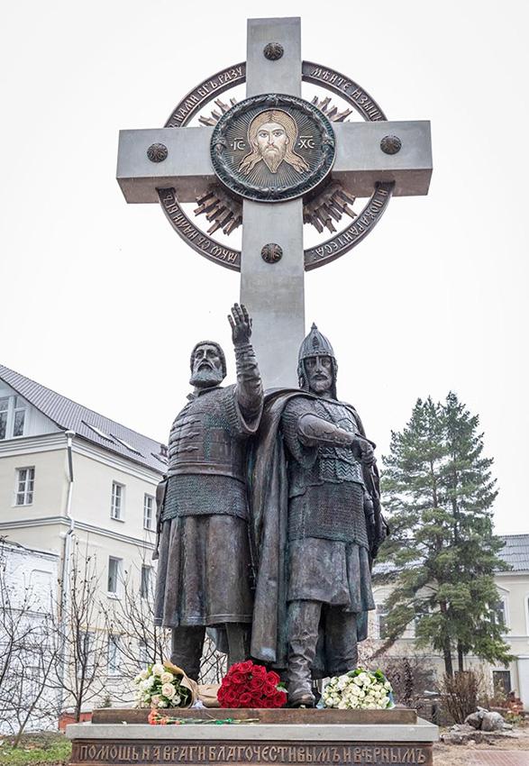 Памятник К. Минину и Д. Пожарскому в Ярославле